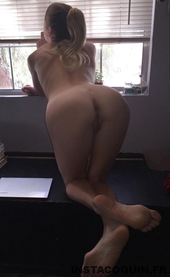 snap coquin - Une belle MILF blonde coquine se fait baiser